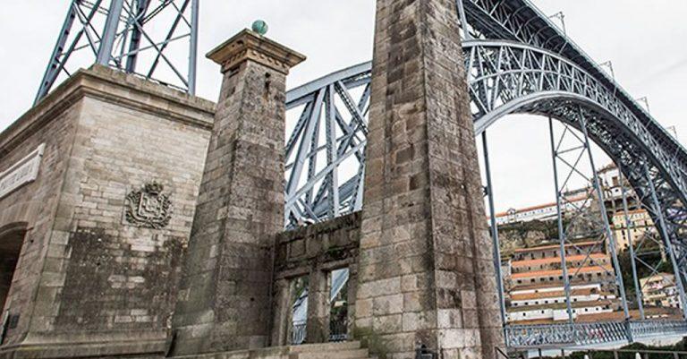 Pilares da Ponte Pênsil - Porto