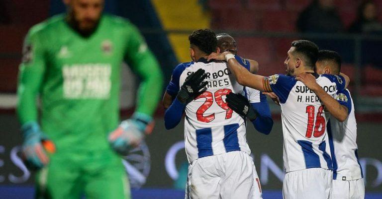 Chaves-FC Porto, 1-4, hat-trick de Soares consolida liderança